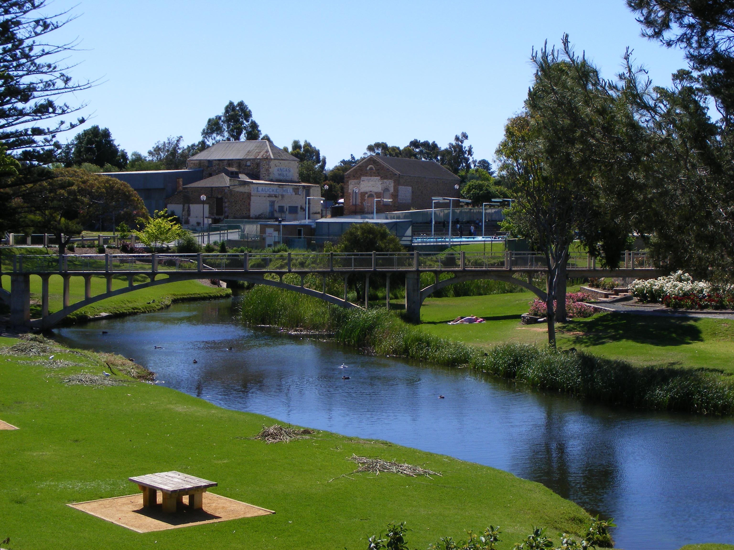 Strathalbyn Australia  city photos gallery : Description Strathalbyn memorial gardens
