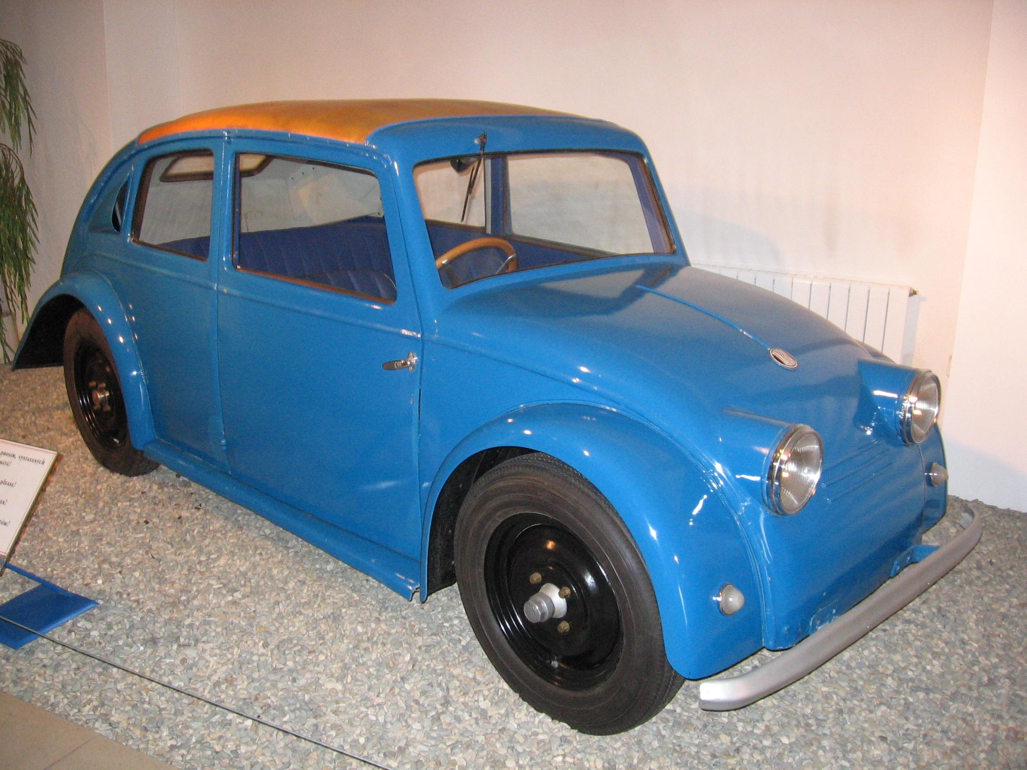 … sowie dem Prototyp Tatra V 570