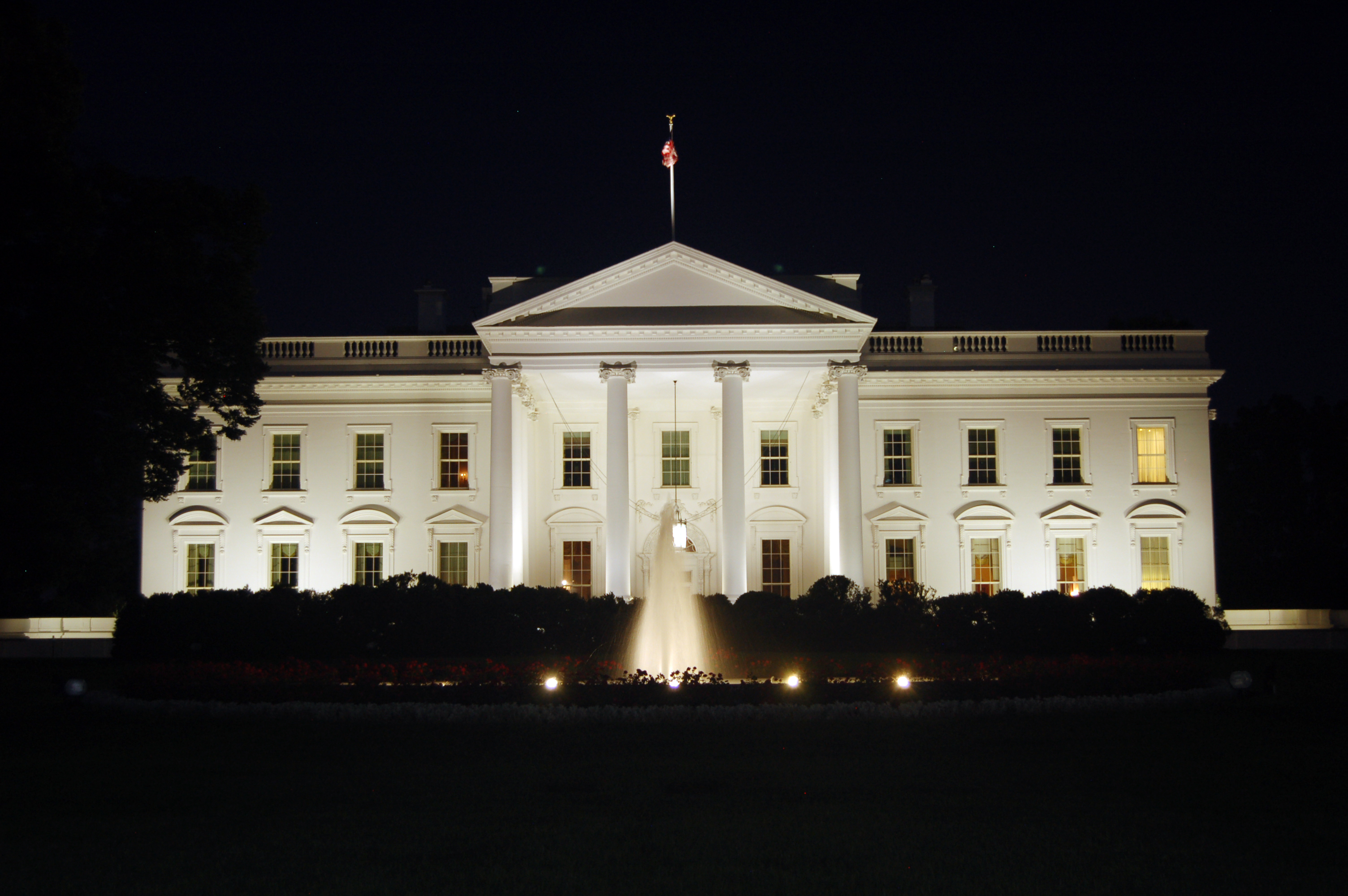 Whitehouse File The White House At Night 2011 Jpg Wikimedia Commons