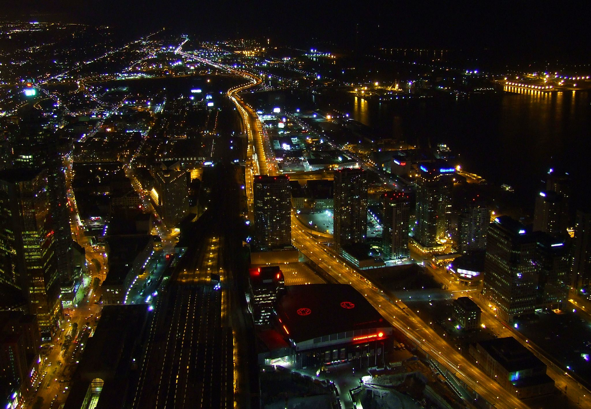 File:Toronto, from the CN Tower, at night.jpg - Wikimedia ...