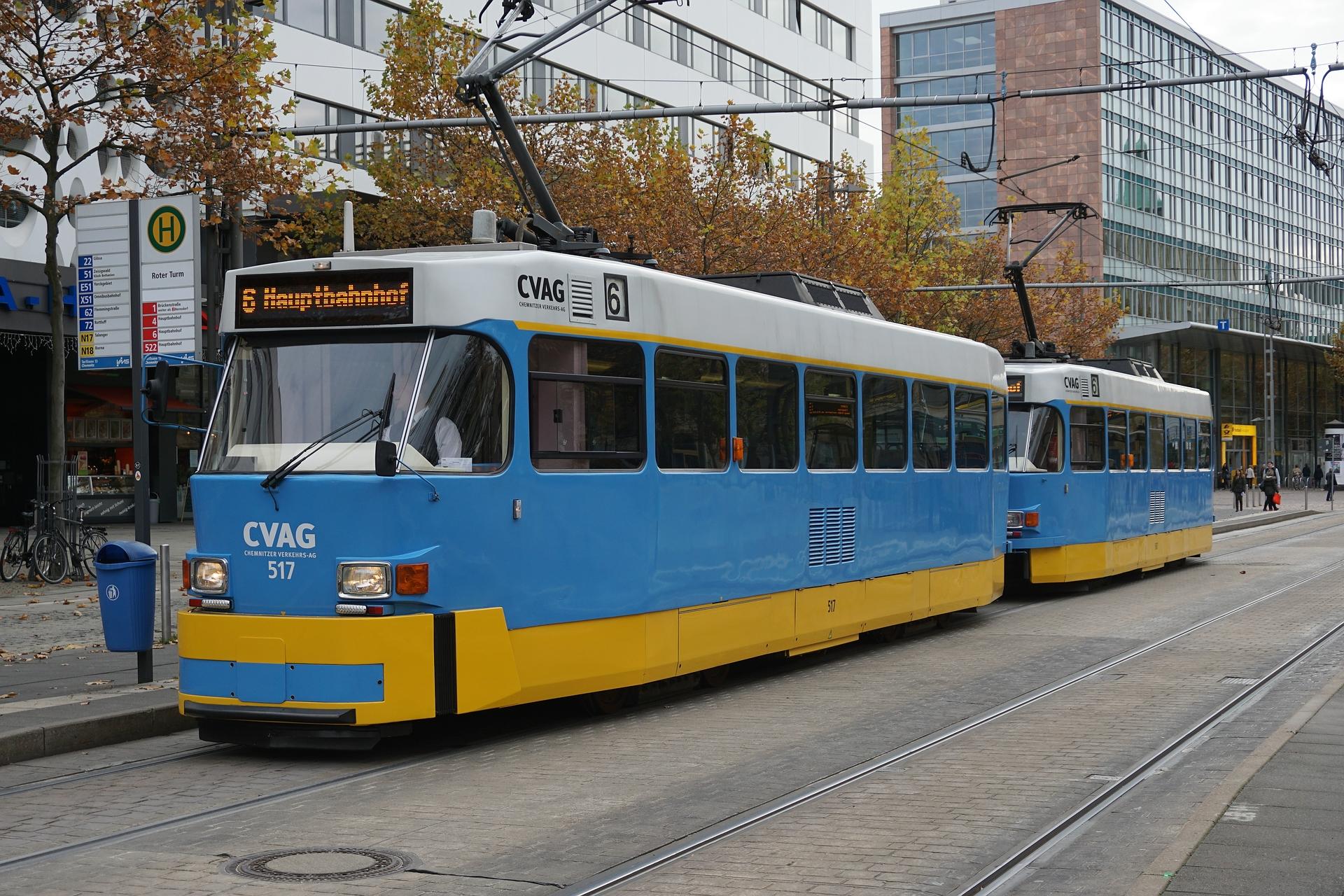 Triebwagen Tatra T3D-M und Beiwagen Tatra B3D-M an der Straße der Nationen in Chemnitz, 2015.jpg