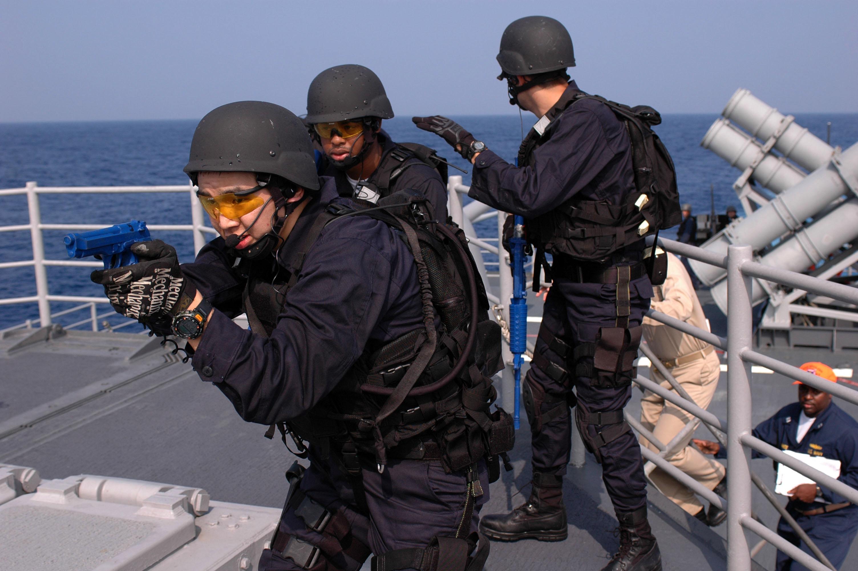 File:US Navy 071118-N-0167B-081 Members of the security force ...