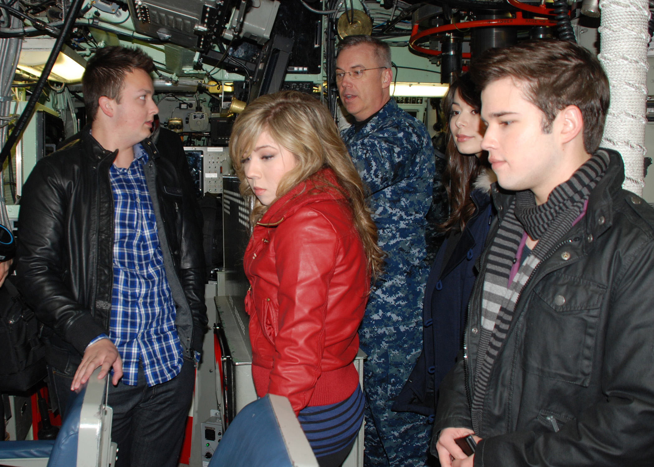 of Nickelodeon's TV show iCarly a tour of the submarine's control room. The cast visited Naval Submarine Base New London to show a special screening of