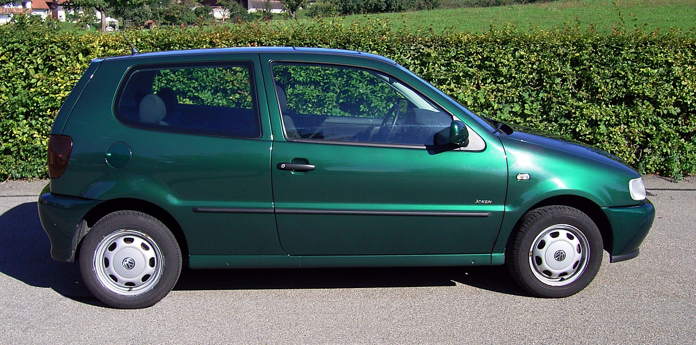 File:VW Polo 6N (Side).jpg - Wikimedia Commons