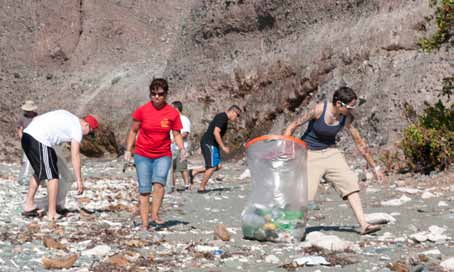 File:Volunteers clean up Cable Beach, Guantanamo, 2012 09 -a.jpg