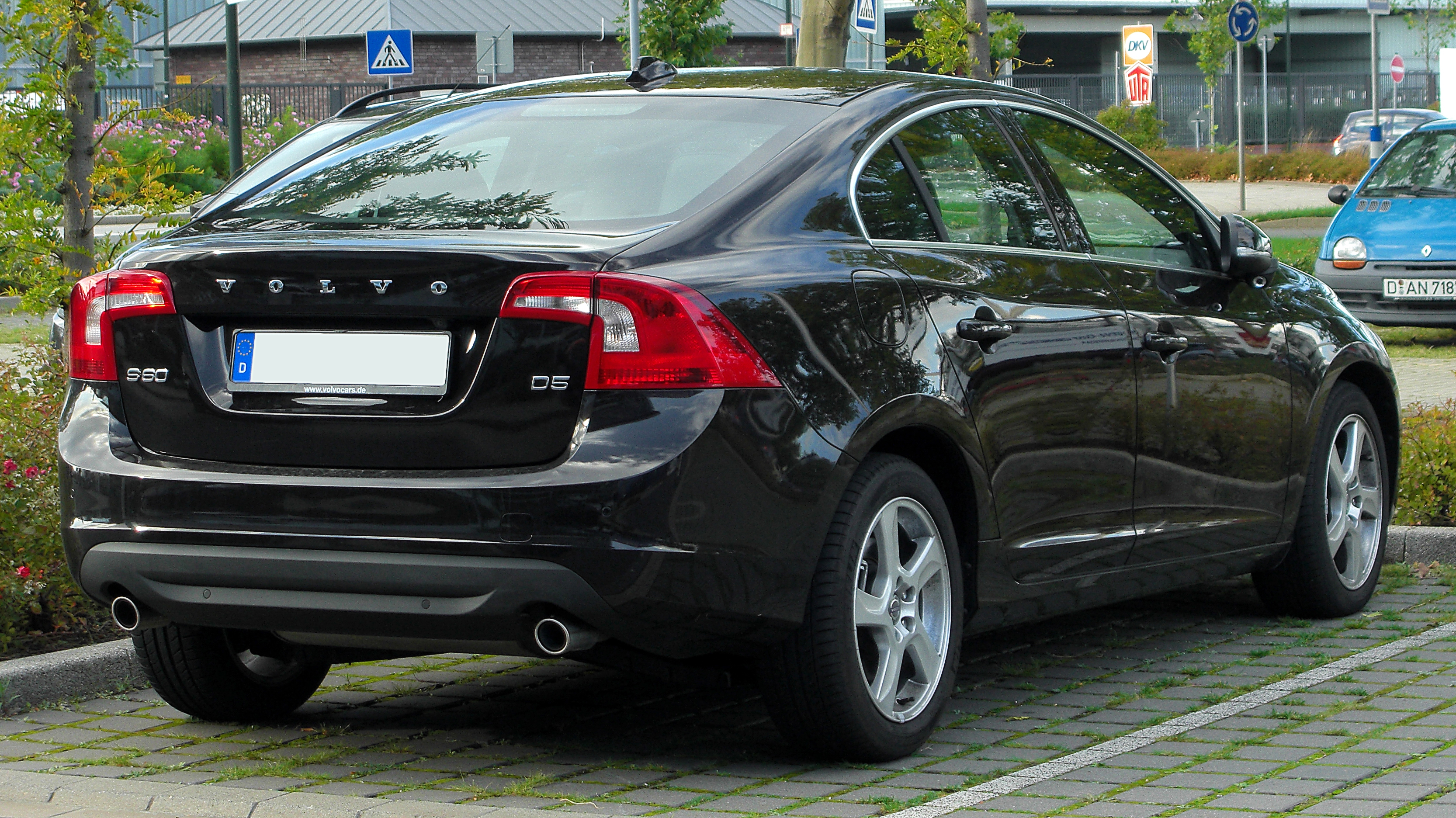 23 cool 5 things to know about the volvo s60. Black Bedroom Furniture Sets. Home Design Ideas