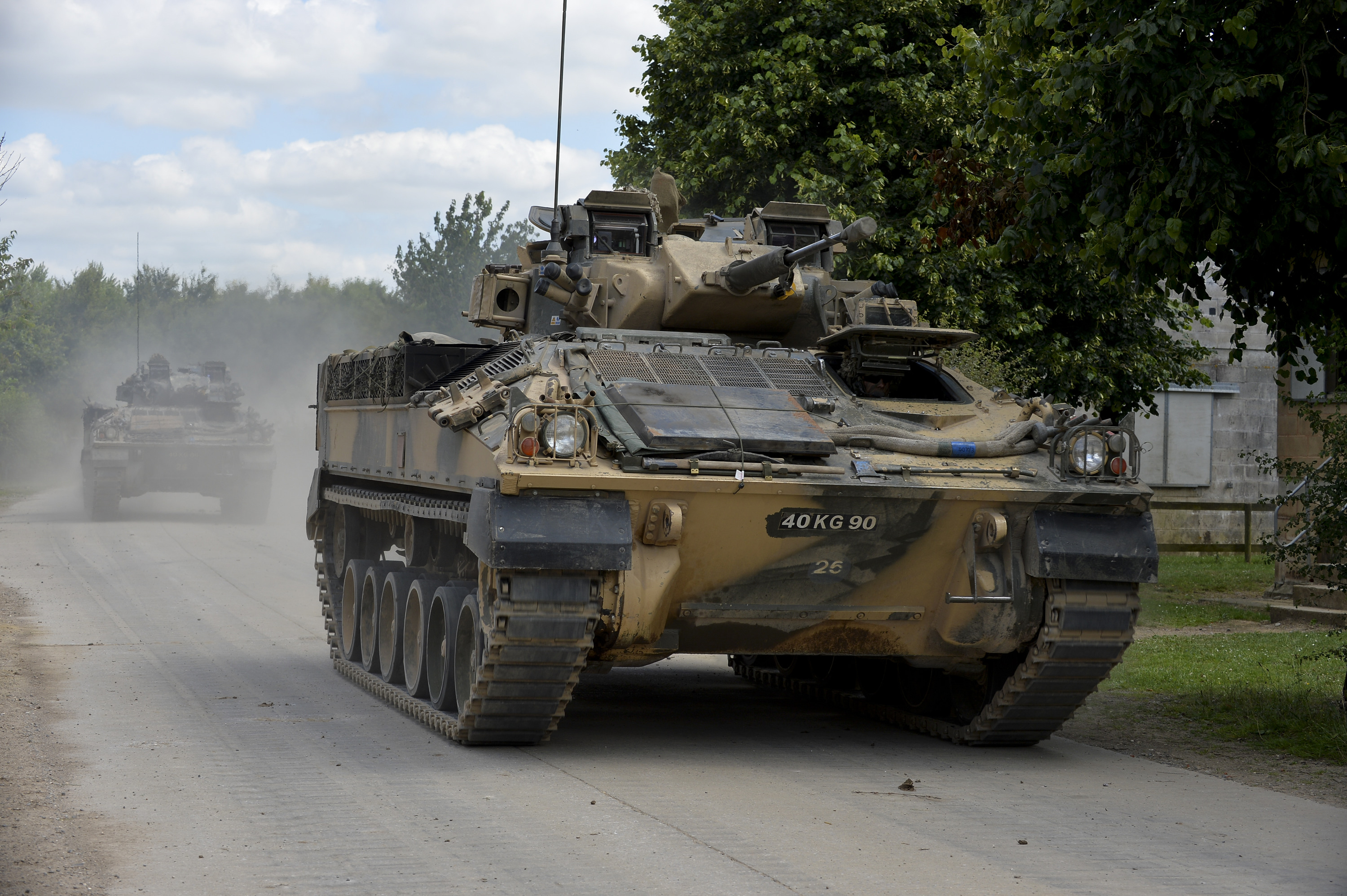 15c6f83cd42d Fichier Warrior infantry fighting vehicles travel on a fire road on Salisbury  Plain during Exercise