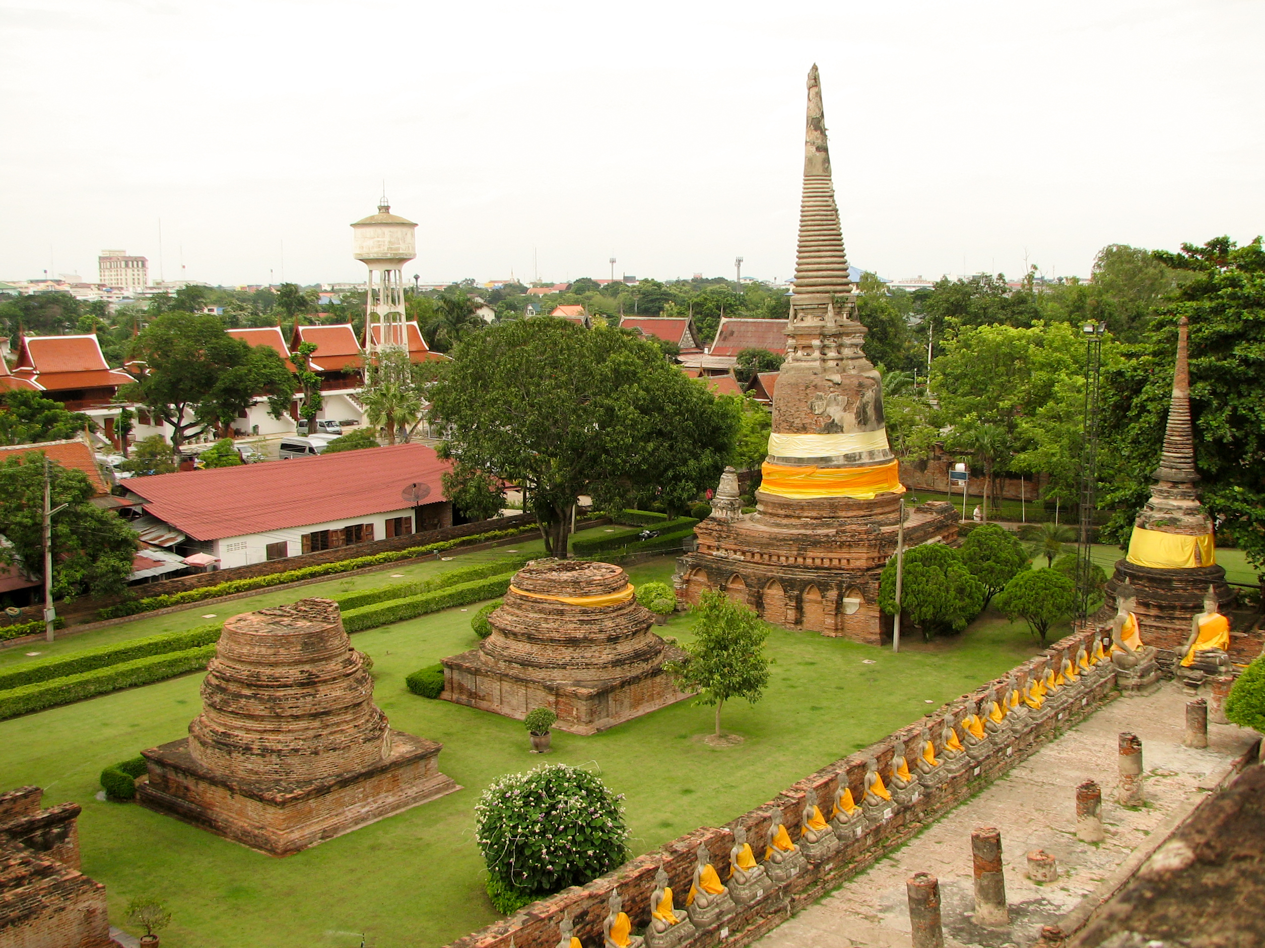 File:Wat Yai Chai Mongkhon Ayutthaya Thailand 10.jpg - Wikimedia Commons