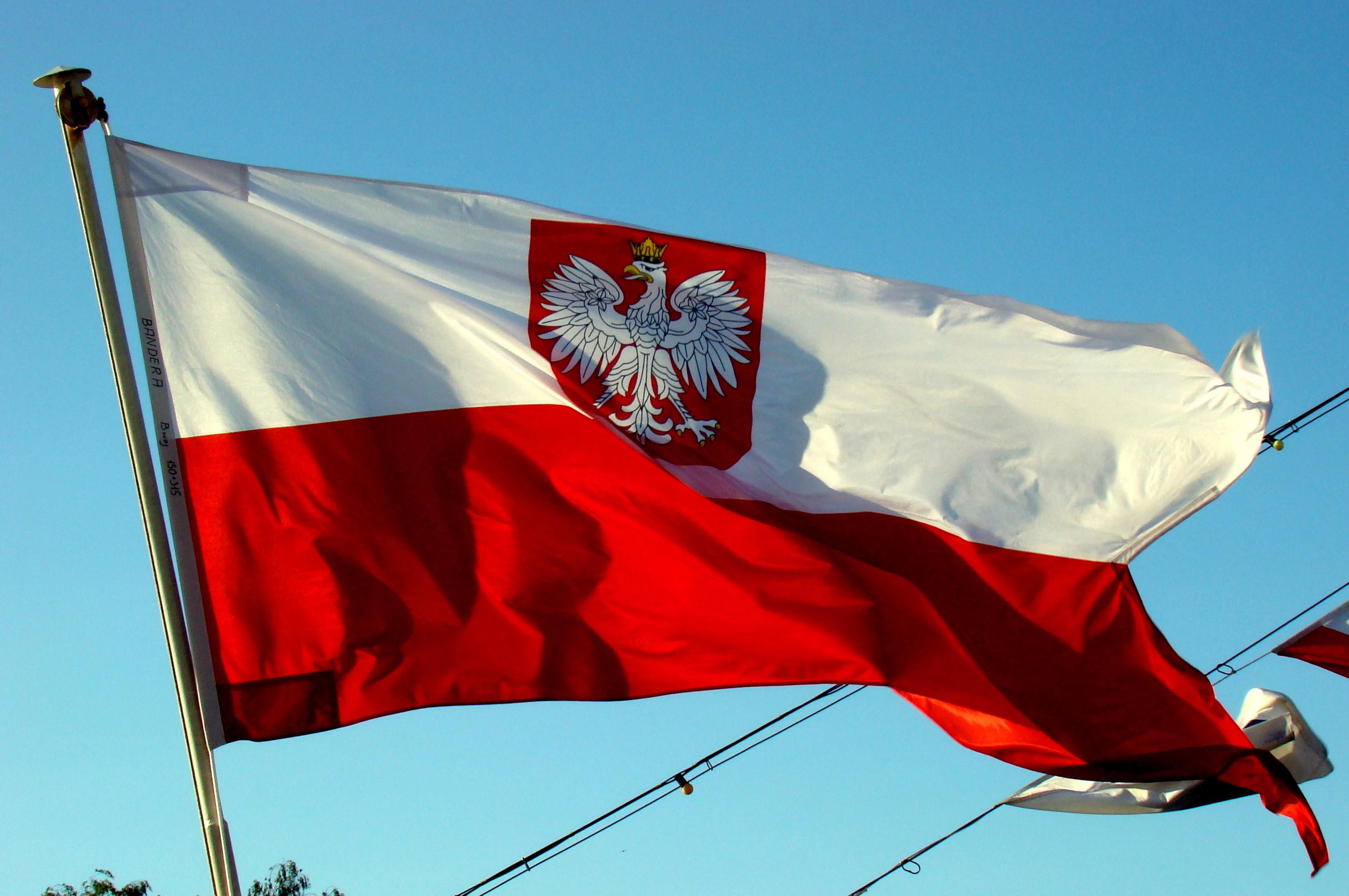 0906 Bandera Marynarki Wojennej RP ORP Toruń.jpg