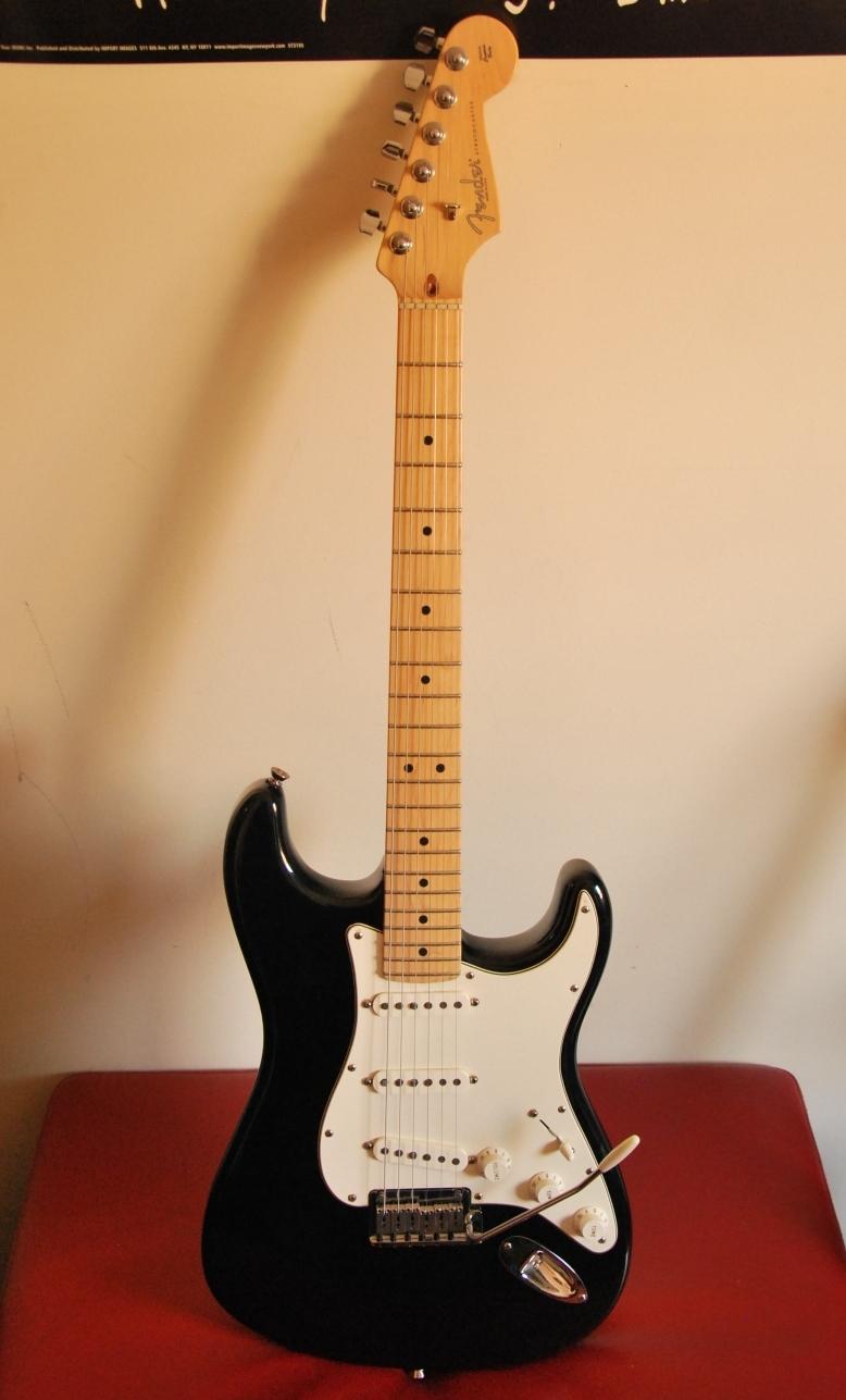 File:2009 Fender USA American Standard Stratocaster (5848500760).jpg ...
