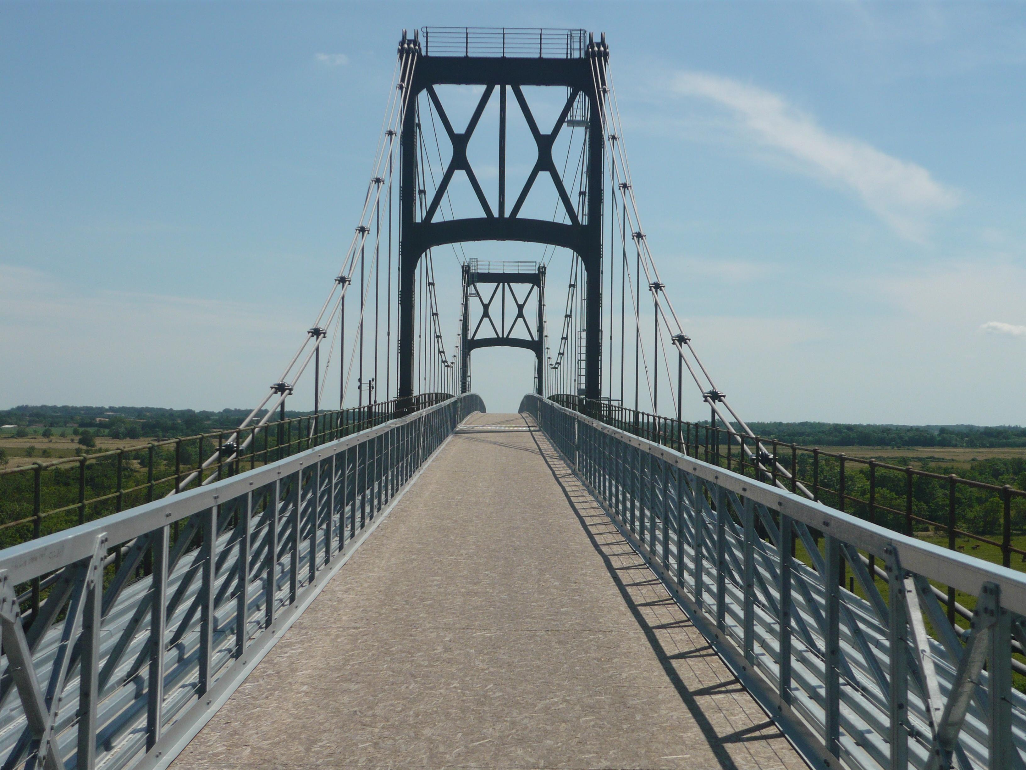 Tonnay-Charente France  City pictures : ... :Accès au pont suspendu de Tonnay Charente Wikimedia Commons