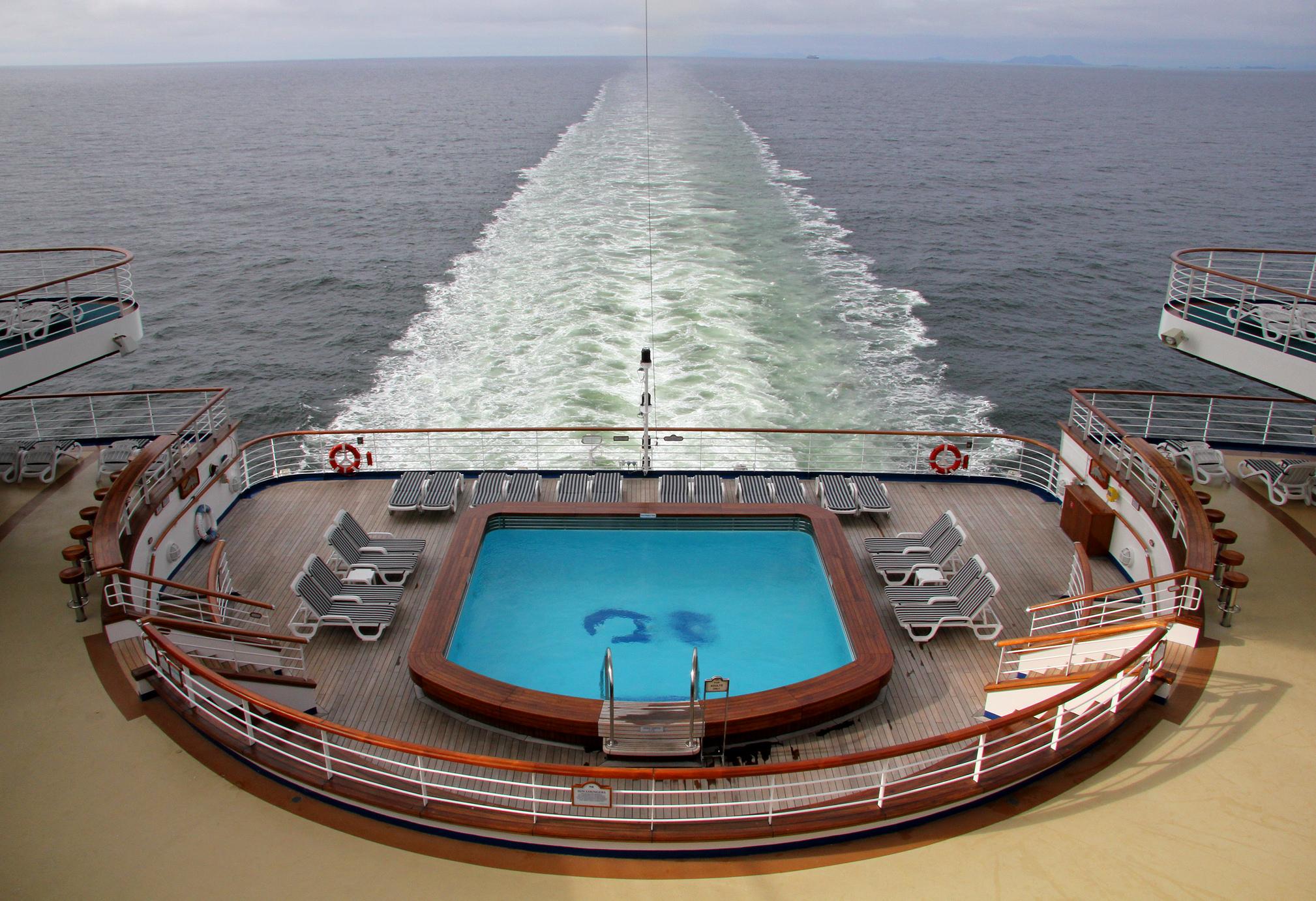 File Aft Pool Golden Princess Jpg Wikimedia Commons