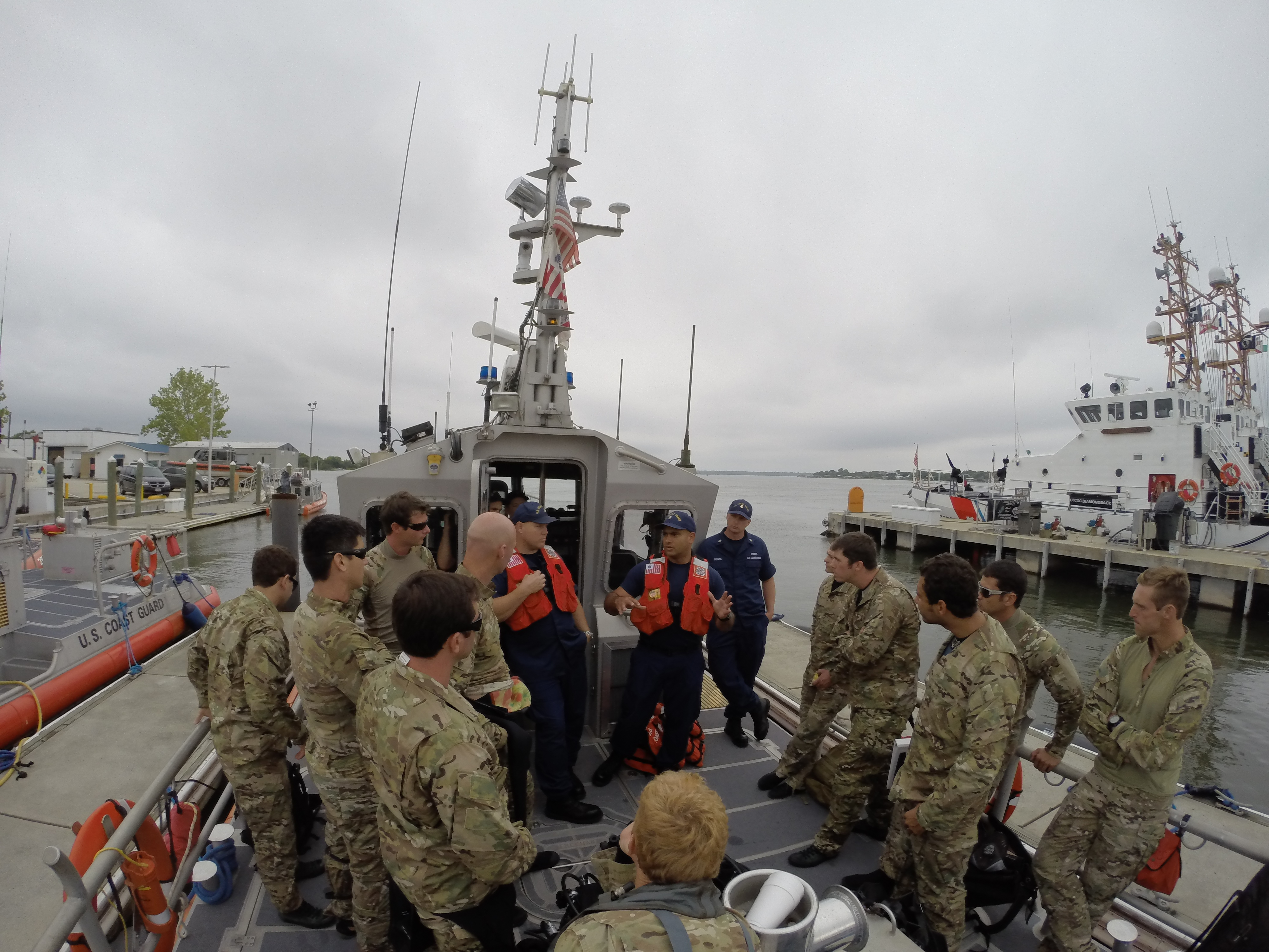 File:Army National Guard Special Forces train with USCG 150427-A ...