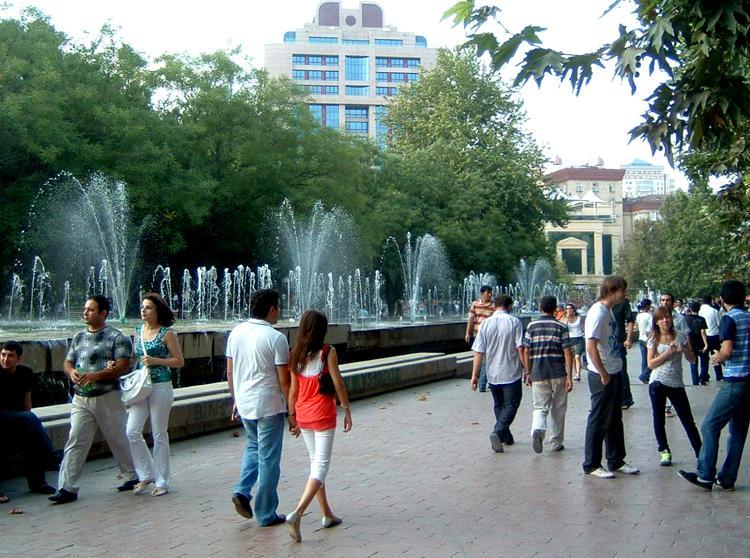 Súbor:Azeris Downtown.JPG