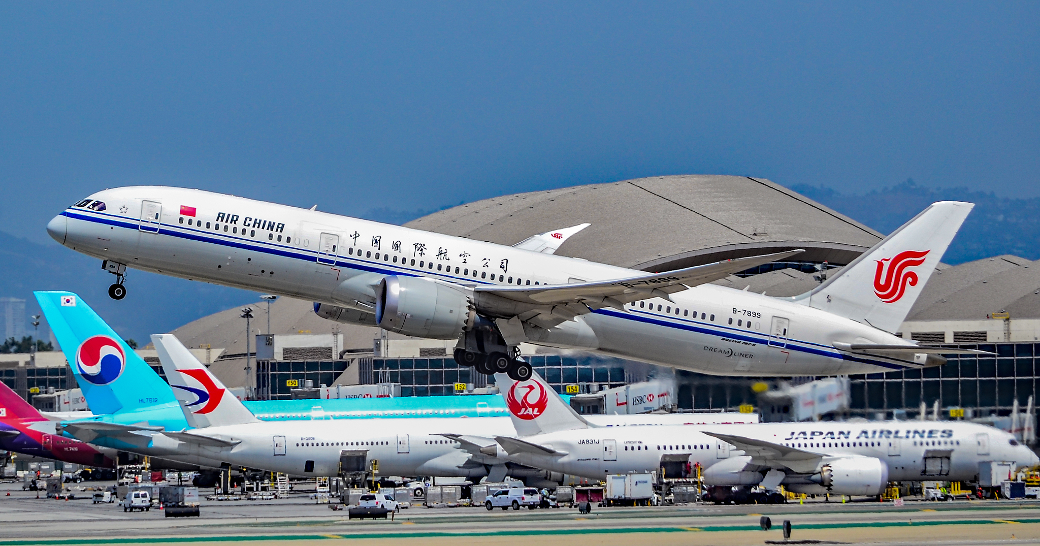 The Chinese New Year is this Saturday, and an estimated 3 billion trips are expected across the country Tomás Del Corofrom Las Vegas, Nevada, USA,B-7899 Air China Boeing 787-9 Dreamliner s-n 34311 (37846634196),CC BY-SA 2.0