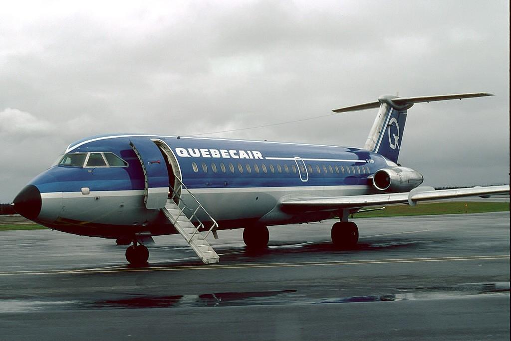 Un BAC 1-11 de couleur bleue.