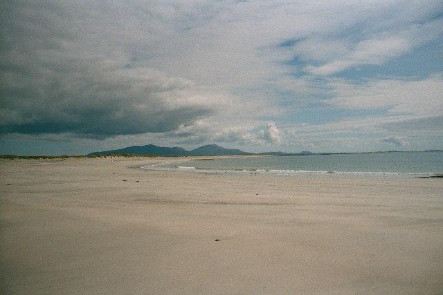 File:Benbecula Beach 2.jpg - Wikimedia Commons: https://commons.wikimedia.org/wiki/file:benbecula_beach_2.jpg