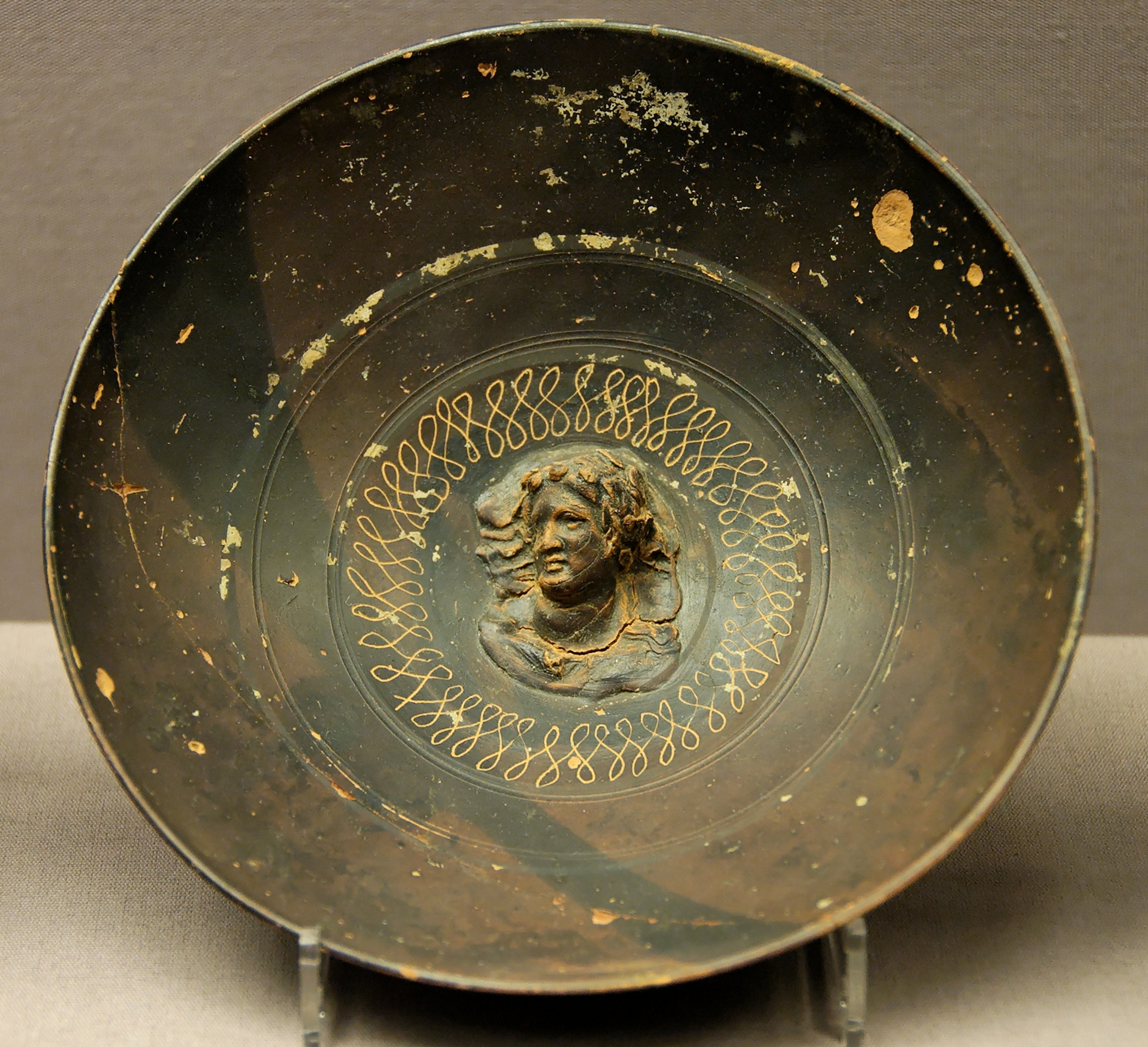http://upload.wikimedia.org/wikipedia/commons/2/22/Bowl_maenad_BM_GR1898.11-21.2.jpg