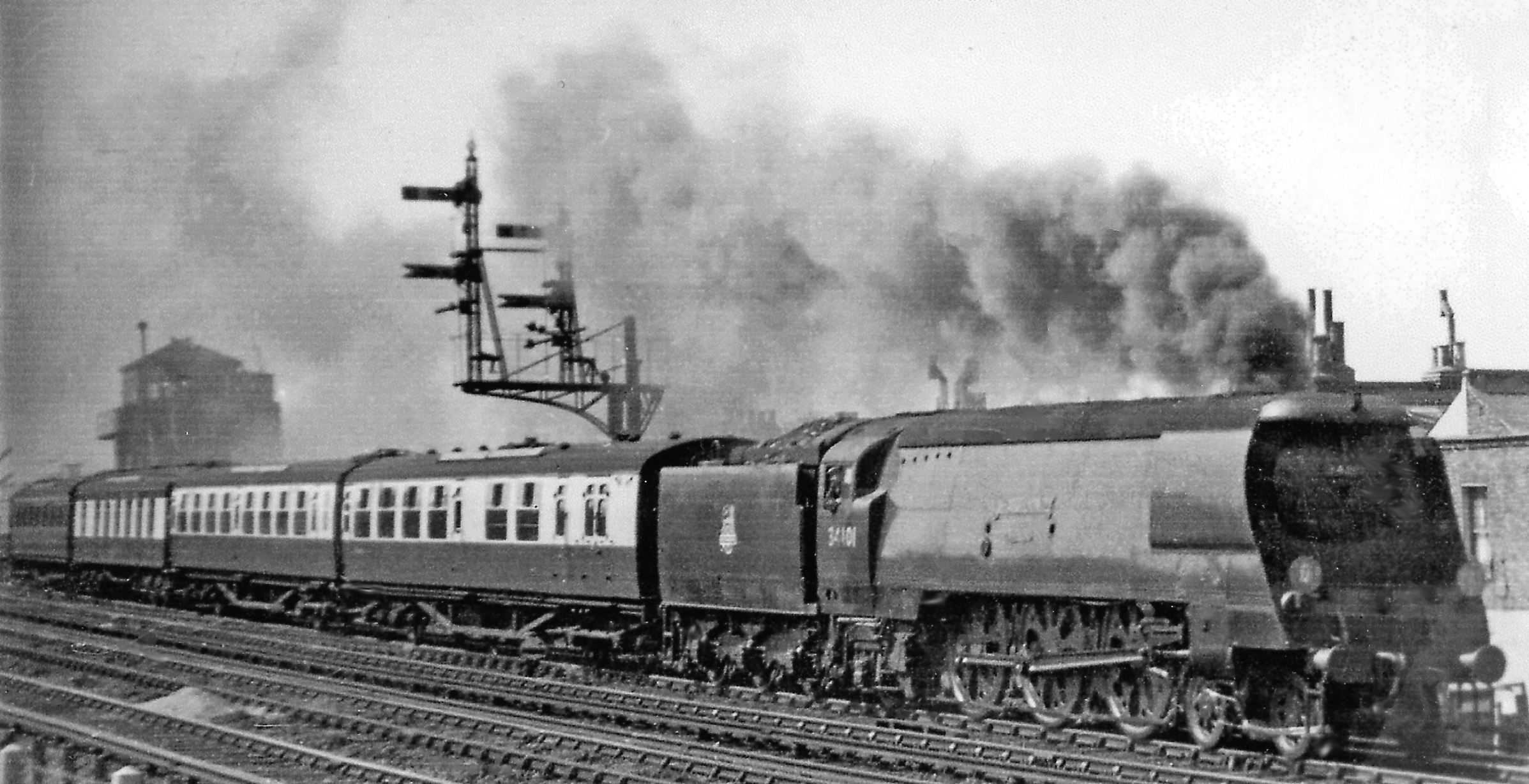 File:Brixton Down Continental Boat express at Cambria Road Junction
