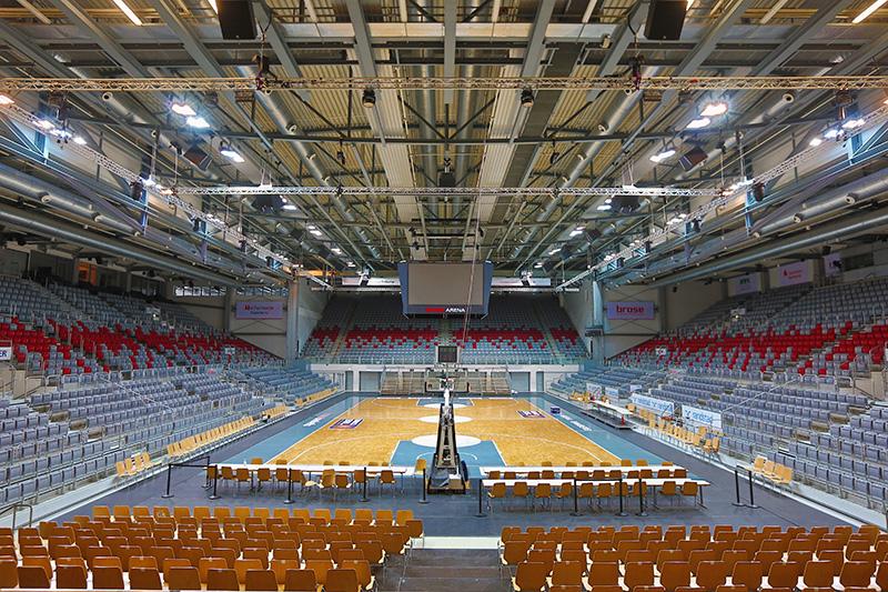 File:Brose-Arena-Basketball-Innenaufnahme-Suedtribuene 03.jpg