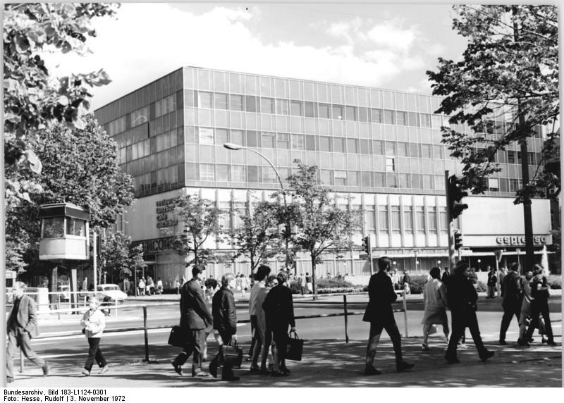 """Bundesarchiv Bild 183-L1124-0301, Berlin, """"Lindencorso"""".jpg"""