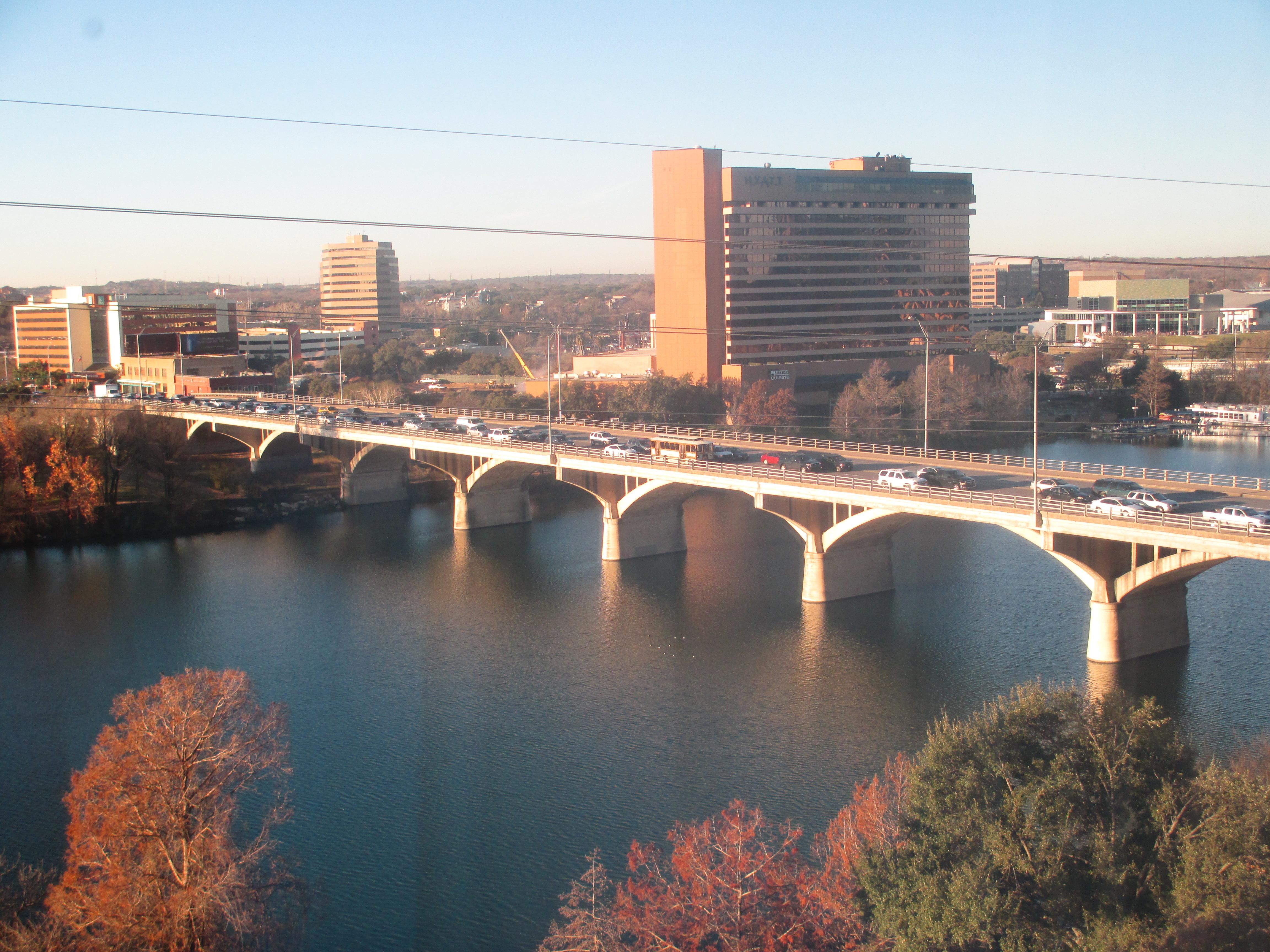 File Congress Ave Bridge Atop Lake Lady Bird Austin Tx Img 6286 Jpg Wikimedia Commons