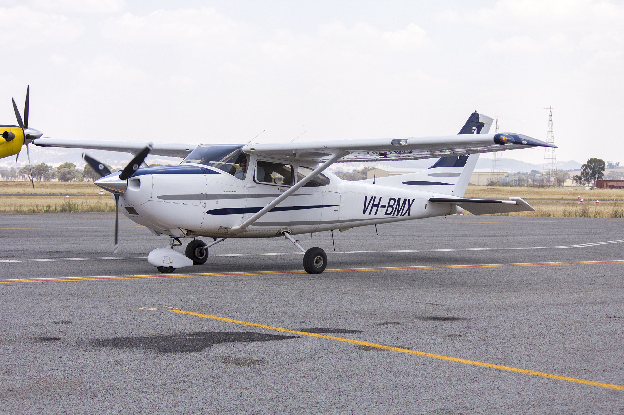 File:Curtis Aviation (VH-BMX) Cessna 182T Skylane taxiing at Wagga Wagga