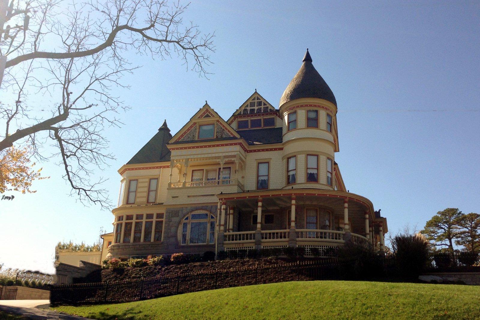 File Eureka Springs AR Queen Anne Mansion Wikimedia mons