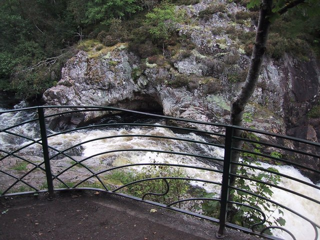 Falls of Shin - geograph.org.uk - 921628