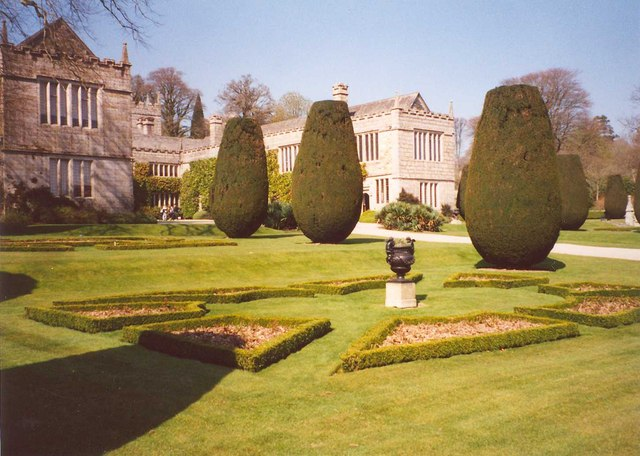 Geometric garden beds, Lanhydrock - geograph.org.uk - 660157