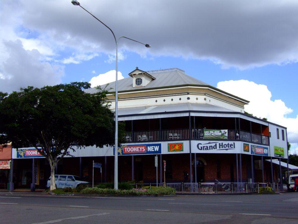 Grand hotel childers wikipedia for Grand hotel