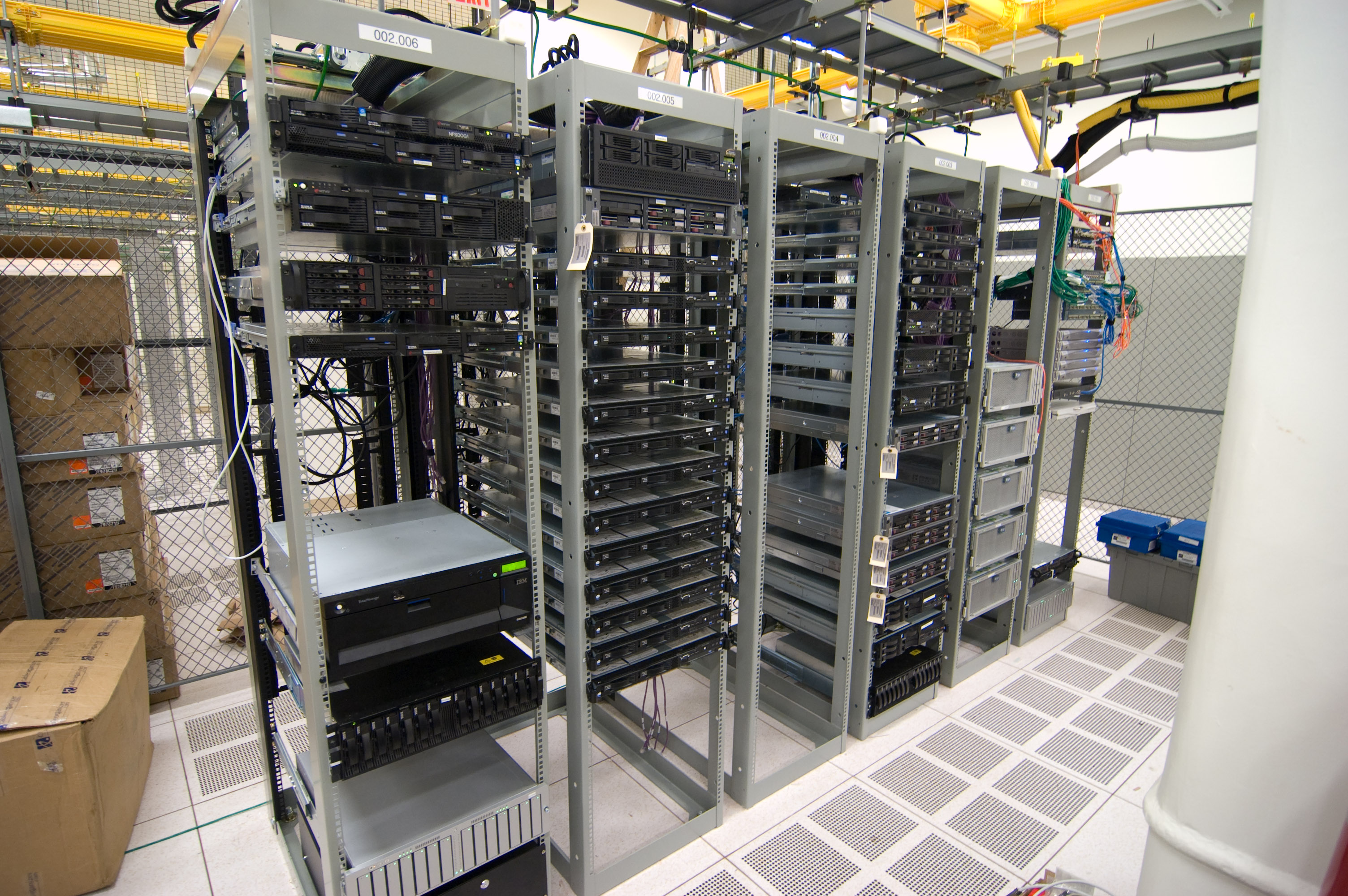 File Half Filled Server Racks Jpg Wikimedia Commons