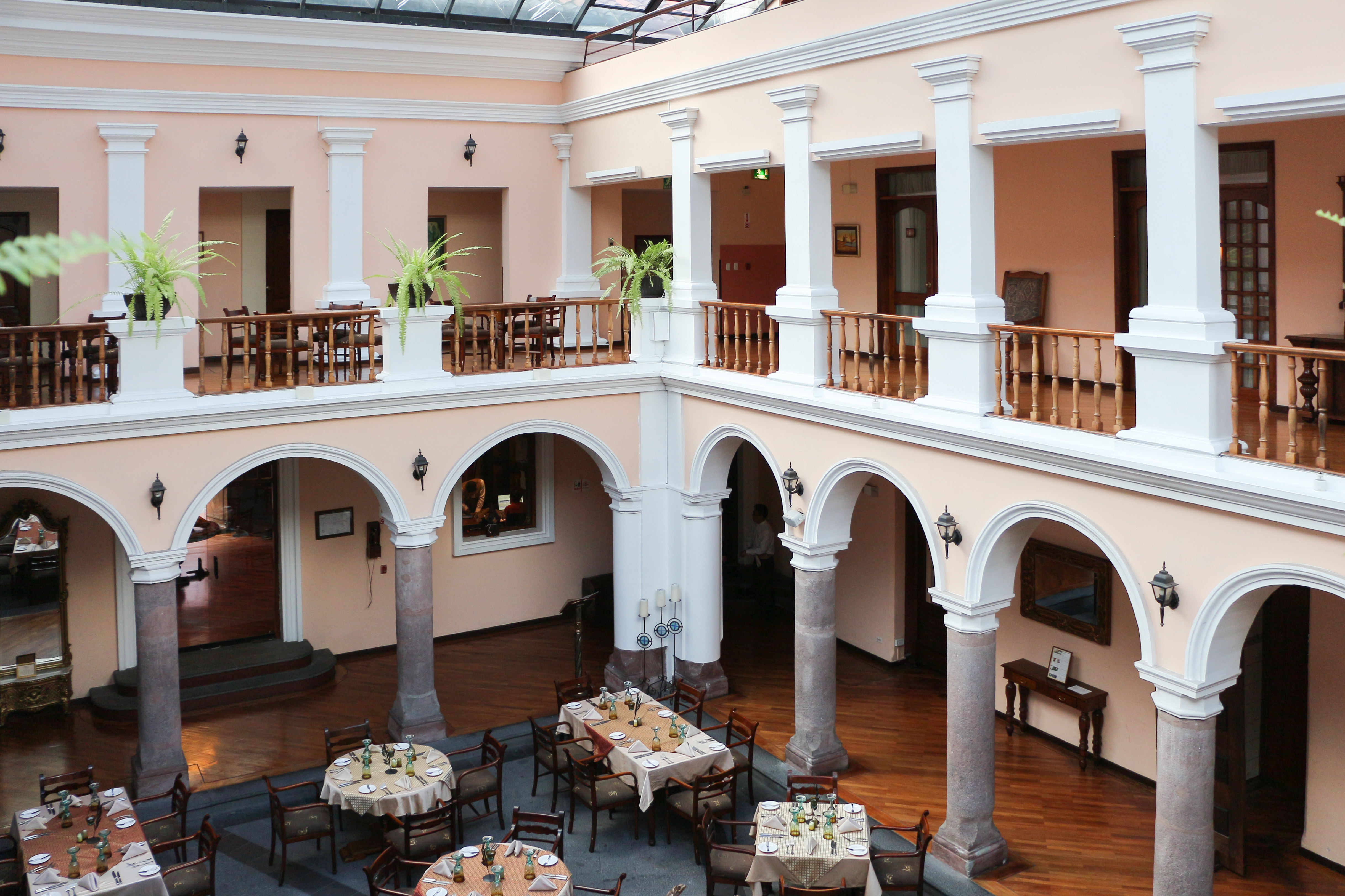 File:Hotel Patio Andaluz, Quito 01