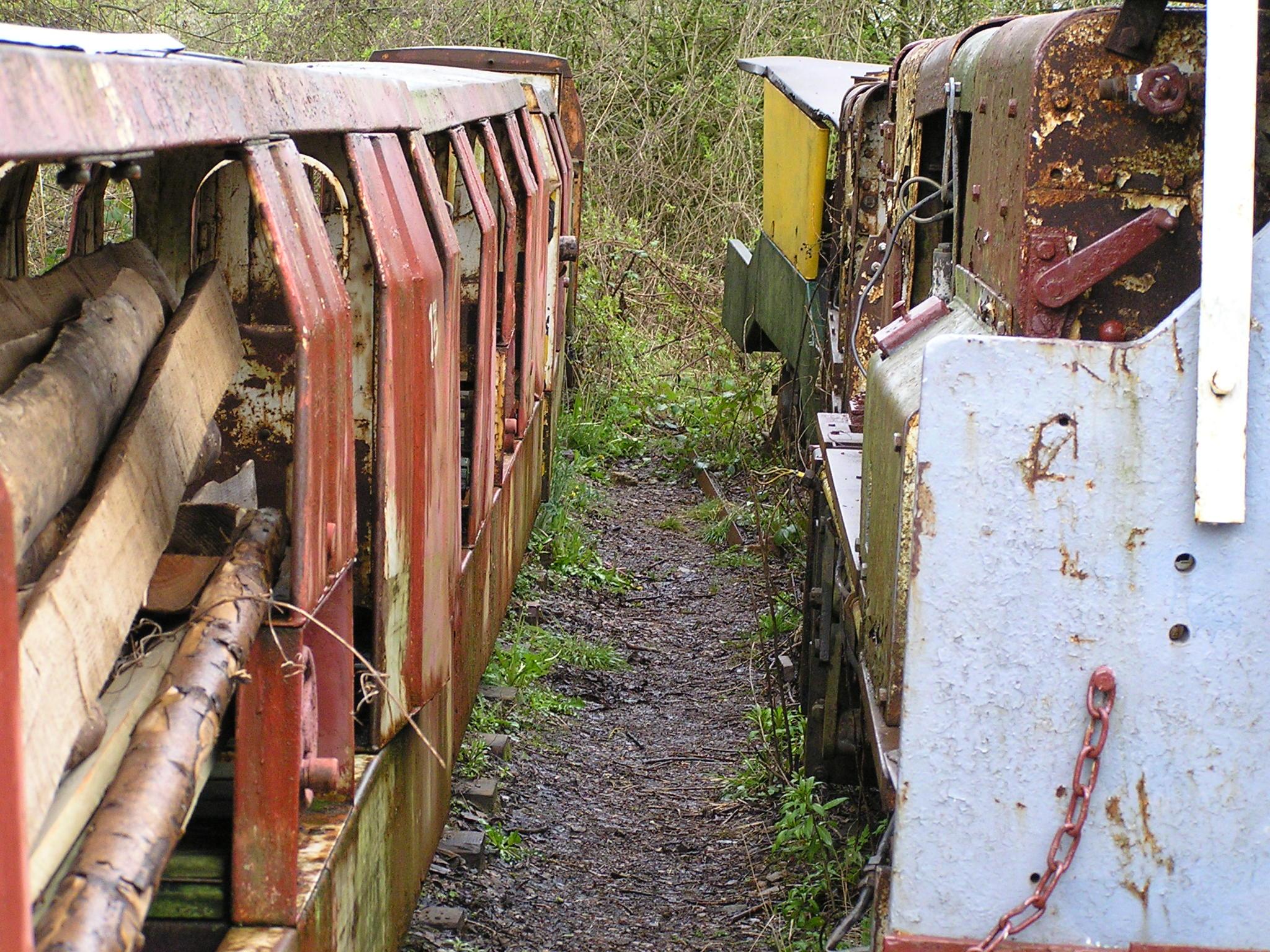 Clearwell United Kingdom  city photos gallery : Description Hudswell Clarke 0 6 0DM mining loco & trucks, Clearwell ...
