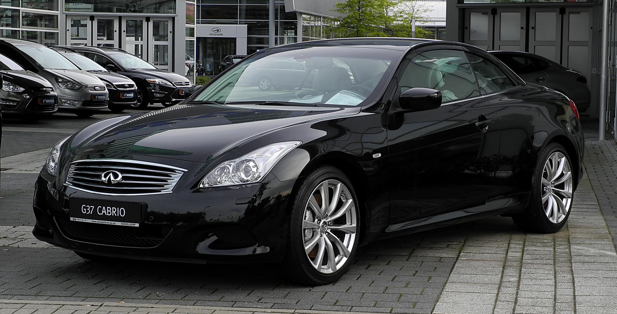 Black Infinity Car Seats Black Wood Grain Dash