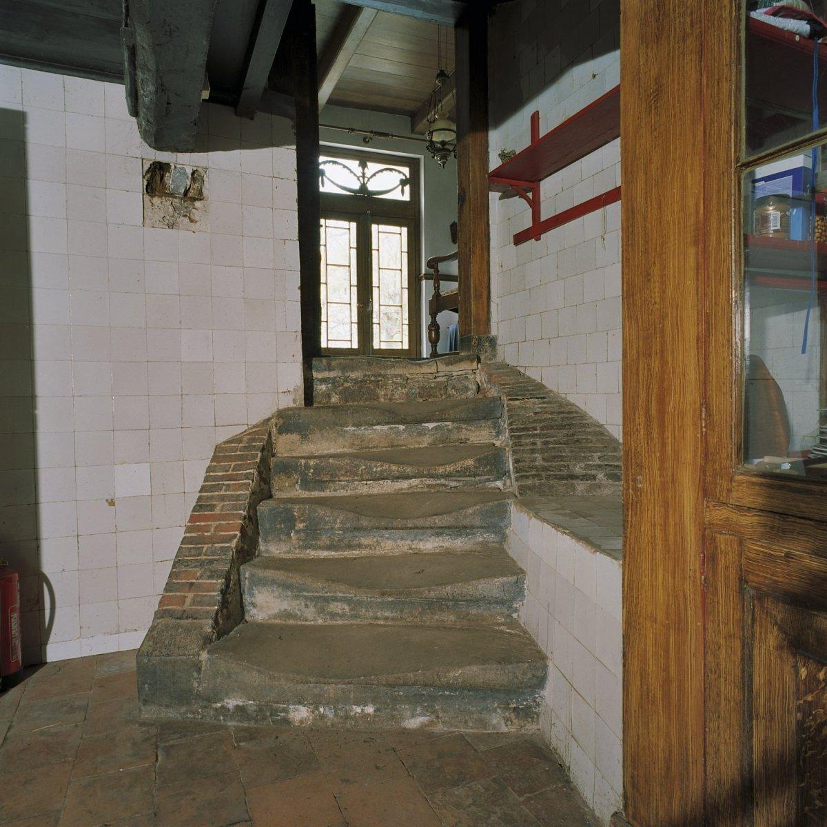 File interieur trap in de kelder ezinge 20380865 wikimedia commons - Interieur trap ...