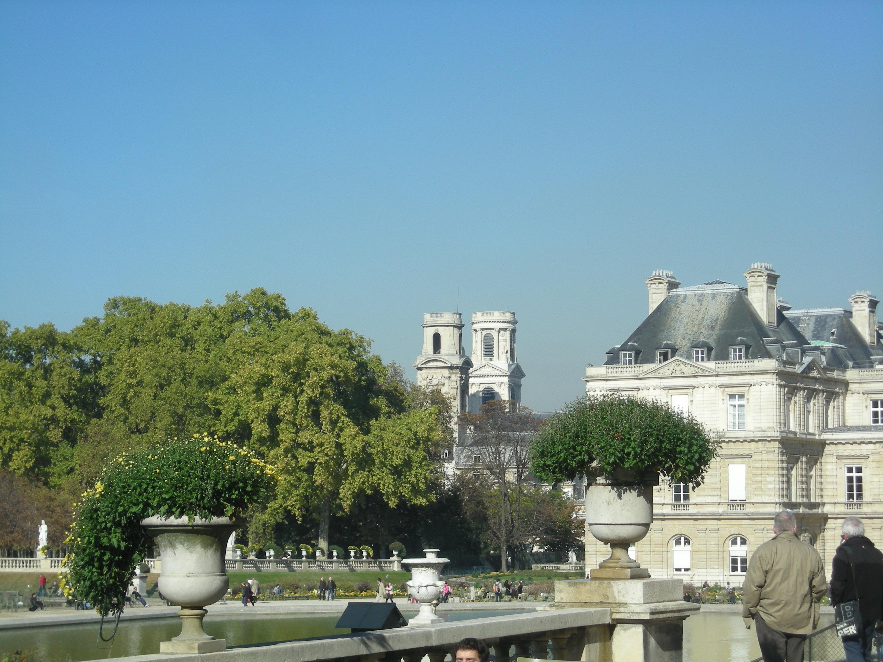 File Les tours de l église Saint Sulpice vues depuis le jardin du