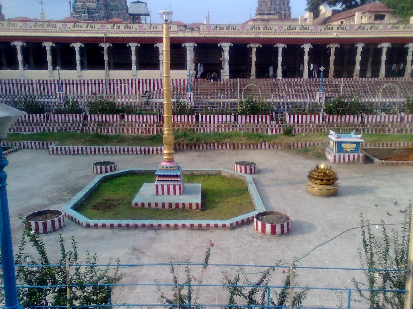 File Madurai Meenakshi Amman Temple Pond Jpg Wikimedia