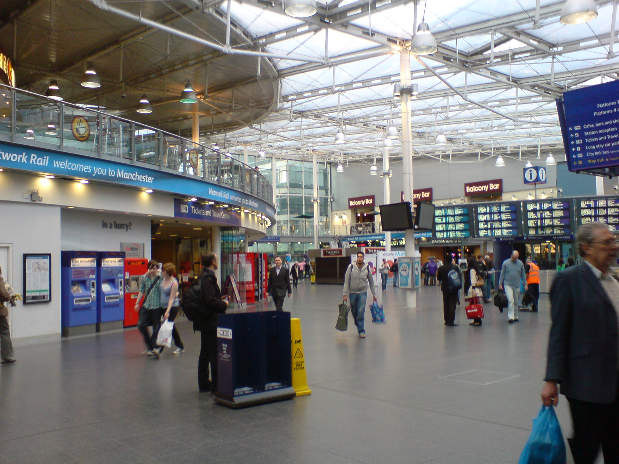 FileManchester Piccadilly station interiorJPG Wikimedia Commons