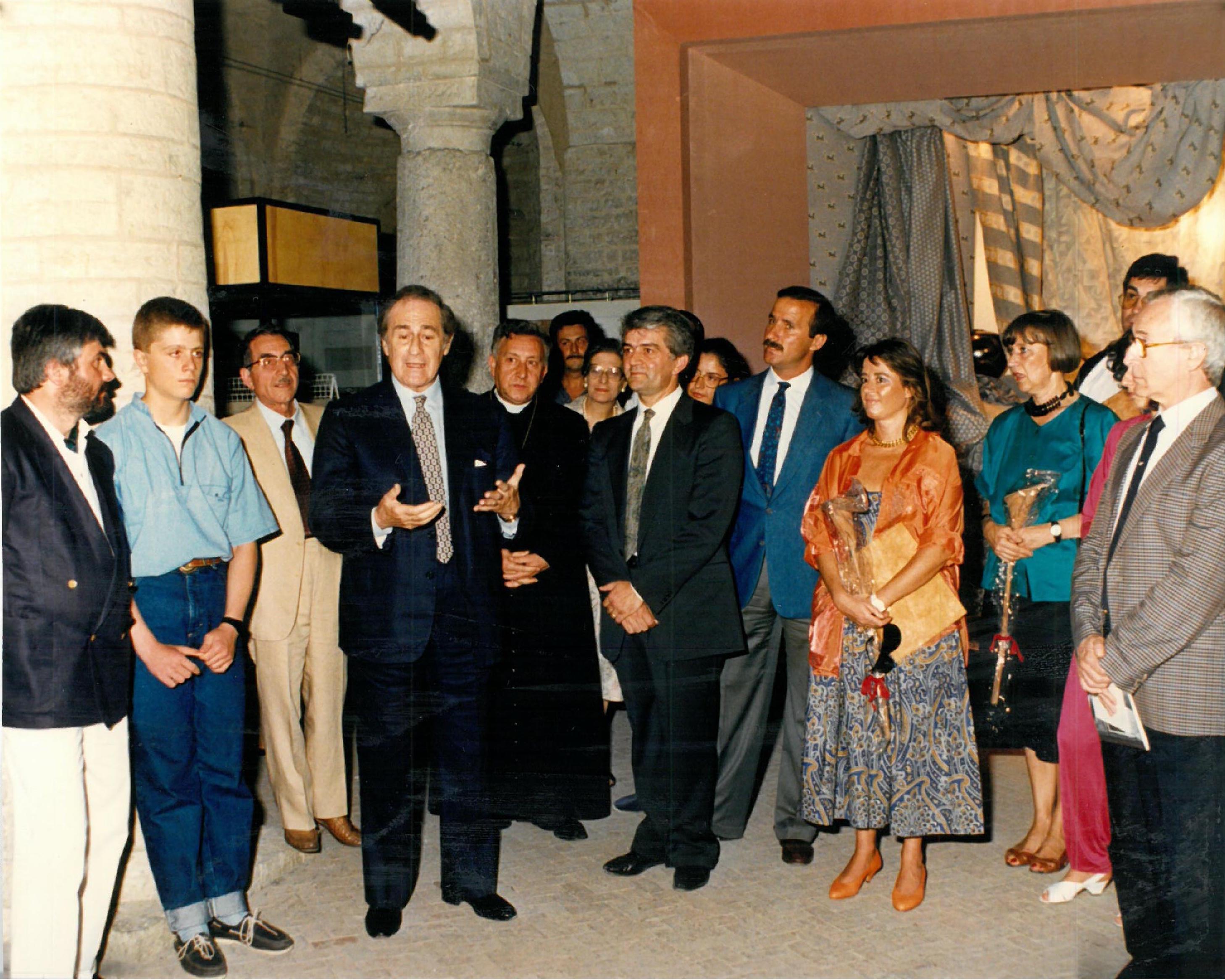 File:Mastro Raphael (Spoleto, 1986) Presentazione della collezione ...