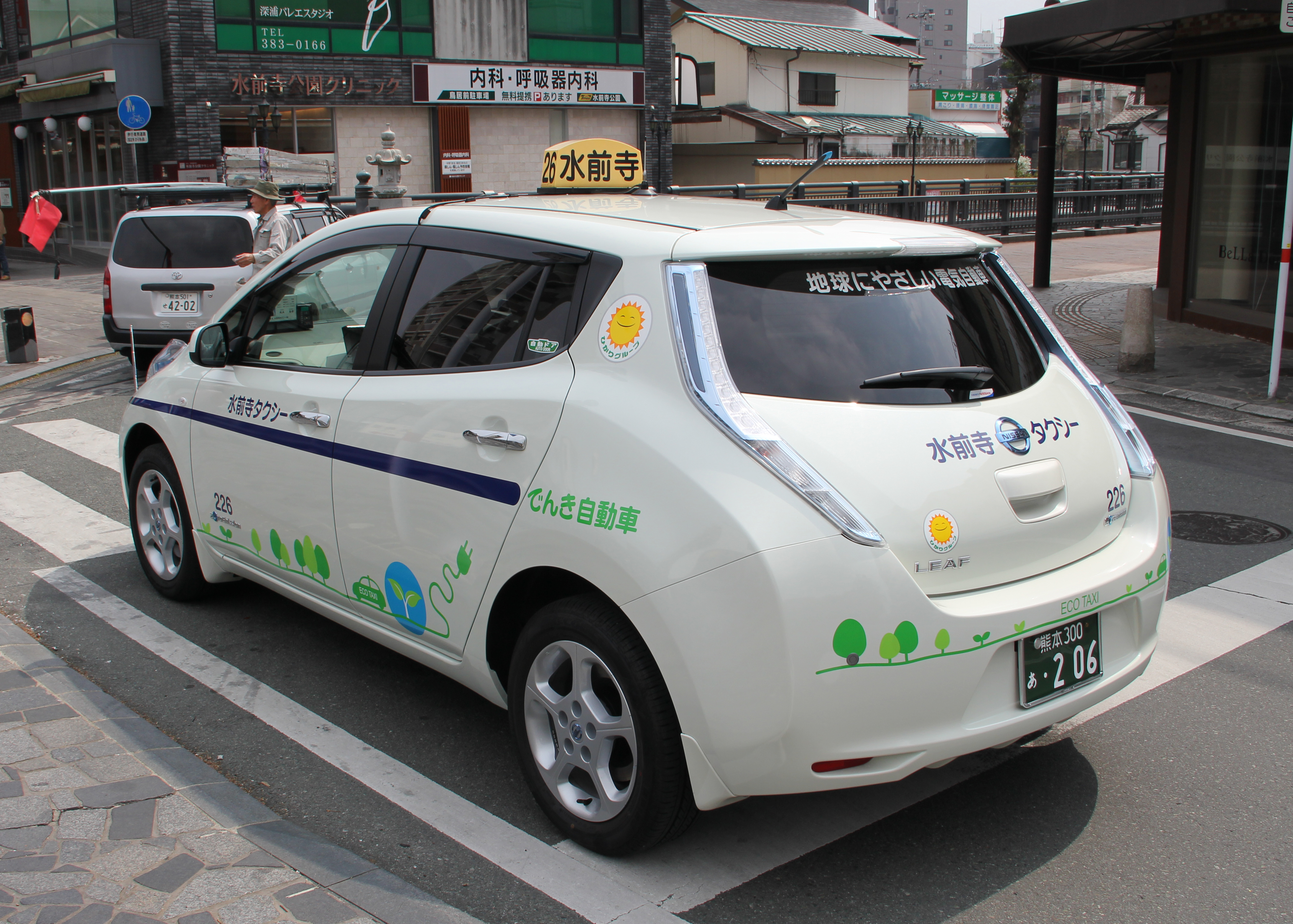 file nissan leaf suizenji taxi rear wikimedia commons. Black Bedroom Furniture Sets. Home Design Ideas