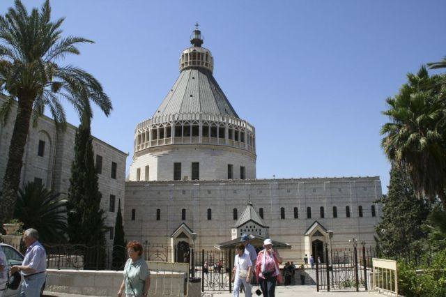 http://upload.wikimedia.org/wikipedia/commons/2/22/Nazareth-01-The_Basilica_of_the_Annunciation.jpg