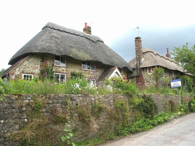 Old Thatched Cottages - geograph.org.uk - 484076