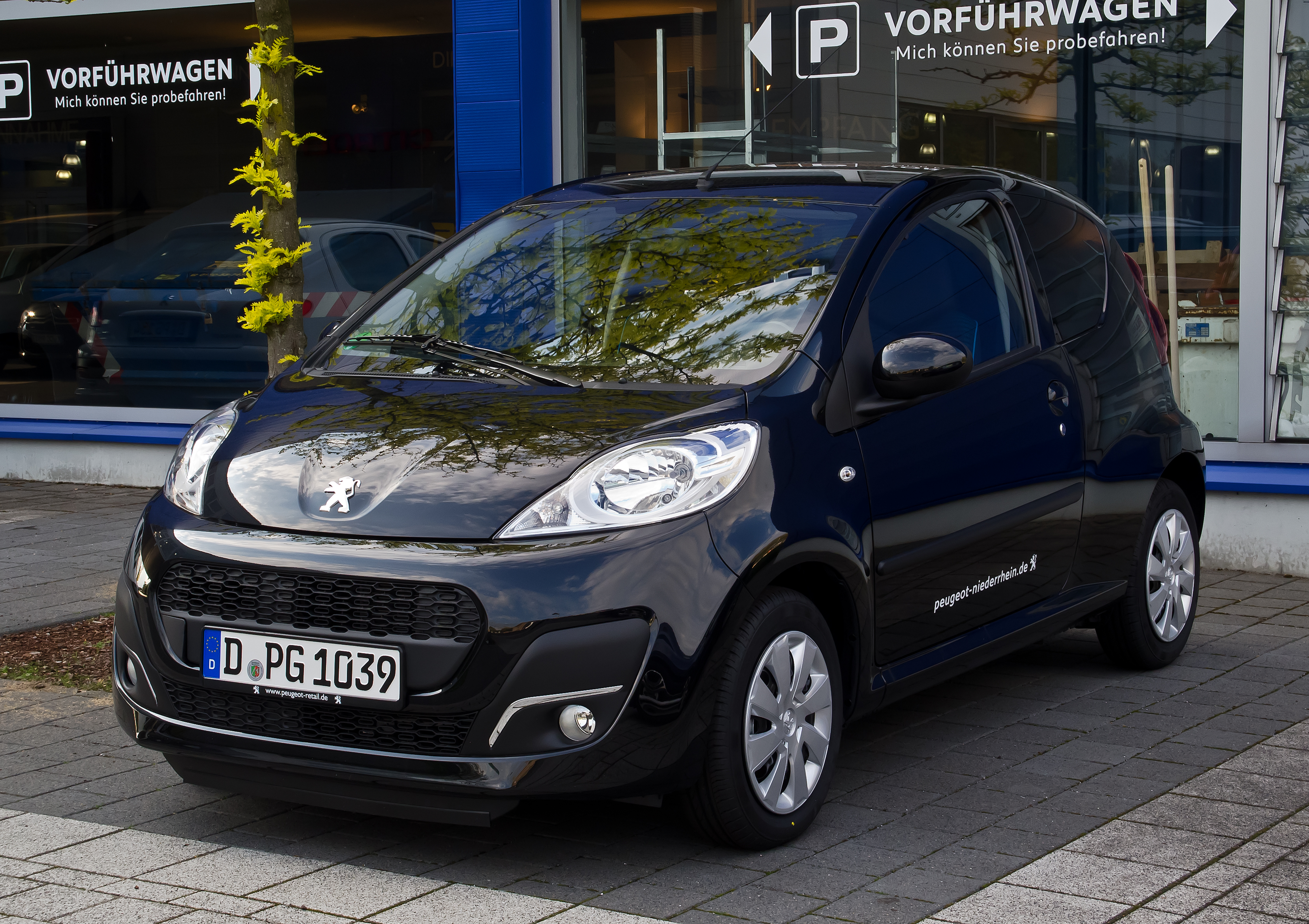 file peugeot 107 68 active 2 facelift frontansicht 1 mai 2012 d wikimedia. Black Bedroom Furniture Sets. Home Design Ideas