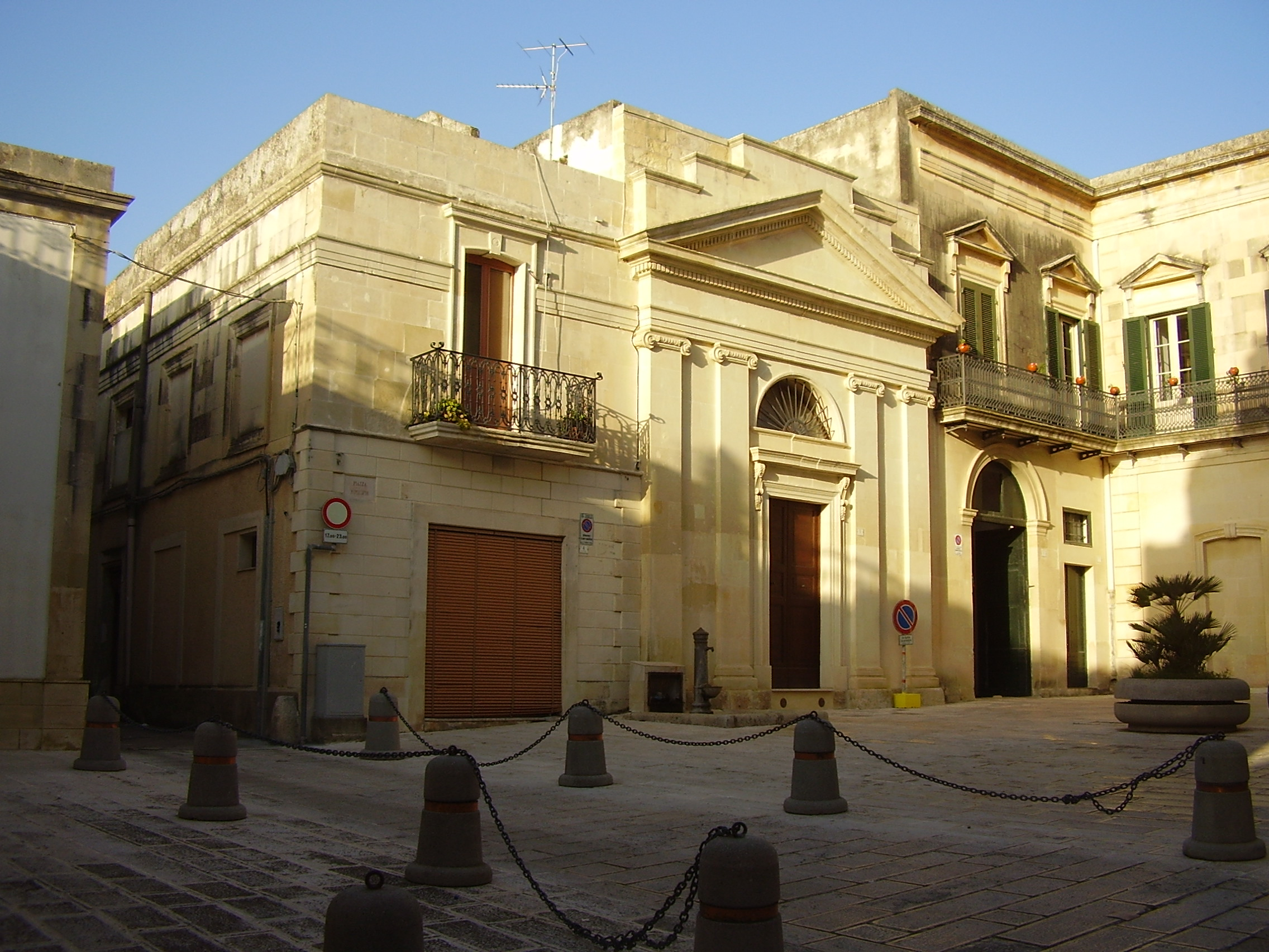 Piazza del Municipio - Scorrano, Lecce (www.wikiwand.com)