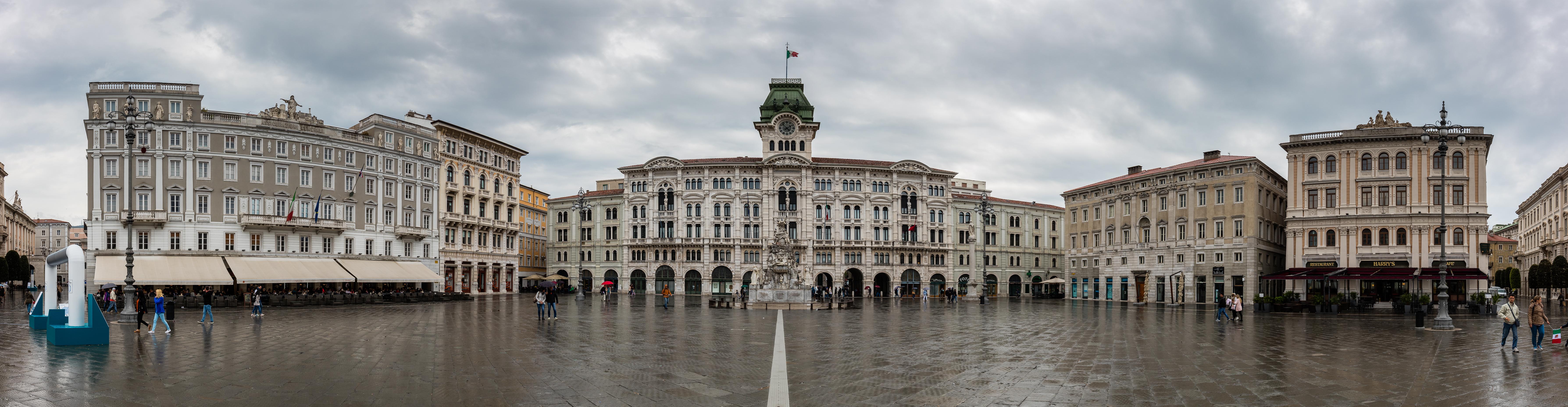File:Plaza de la Unidad de Italia, Trieste, Italia, 2017 ...