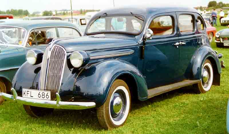 File plymouth de luxe 4 door sedan wikimedia for 1930 plymouth 4 door sedan