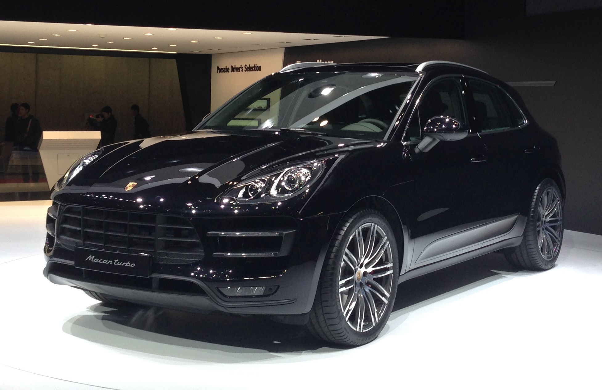 File:Porsche Macan front - Tokyo Motor Show 2013.jpg