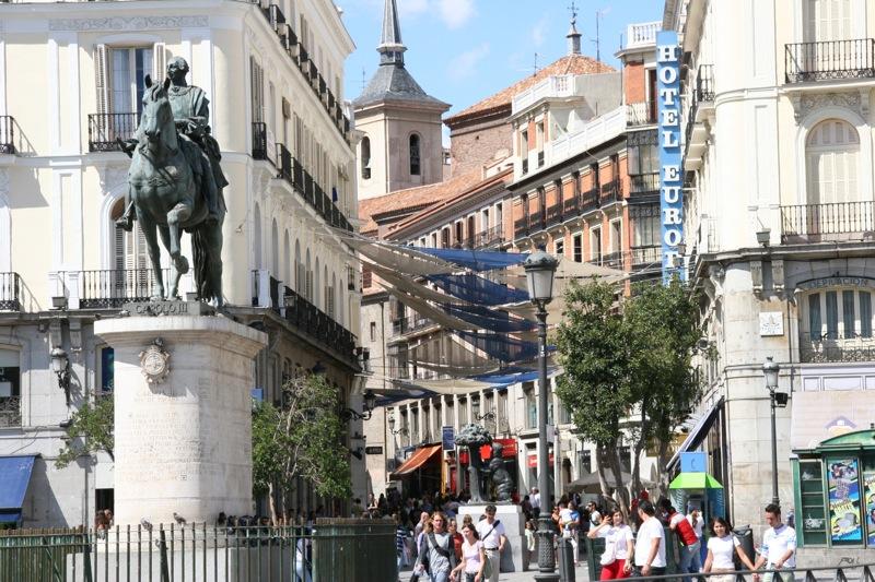 File:Puerta del Sol (Madrid) 06.jpg