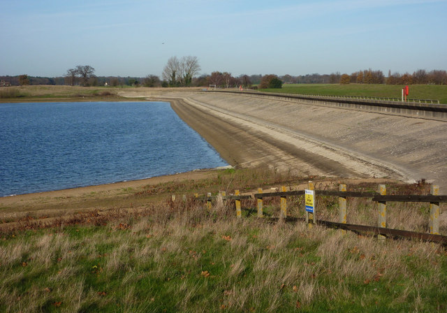 Reservoir dam, Alton Water - geograph.org.uk - 1602602